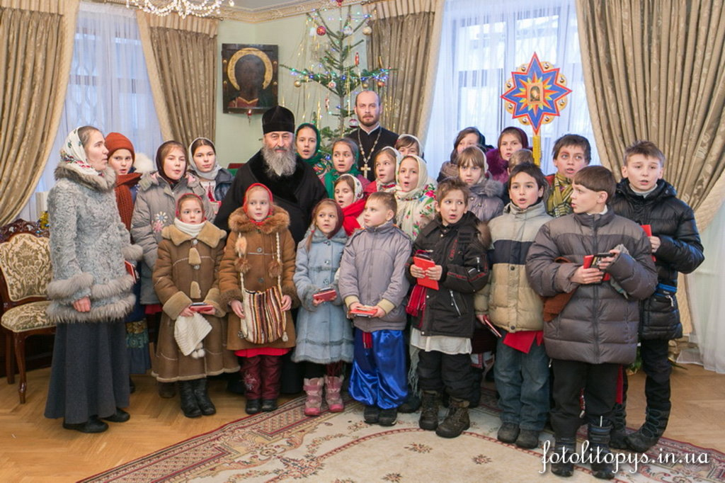 Ukraine: Kids visit Metropolitan Onuphrius on Christmas day