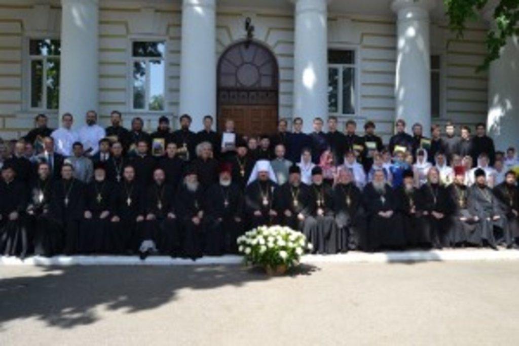 За заслуги перед УПЦ колектив Харківської духовної школи був удостоєний ордена імені святого апостола і євангеліста Іоанна Богослова II ступеня