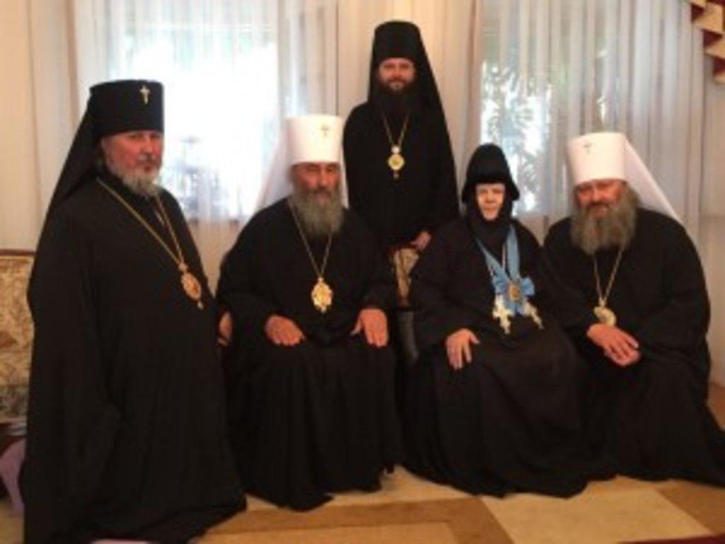 Блаженніший Митрополит Онуфрій разом із преосвященними архієреями та ігуменею Антонією