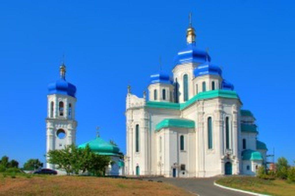 На вулиці Кірова знаходиться храм Святої Трійці
