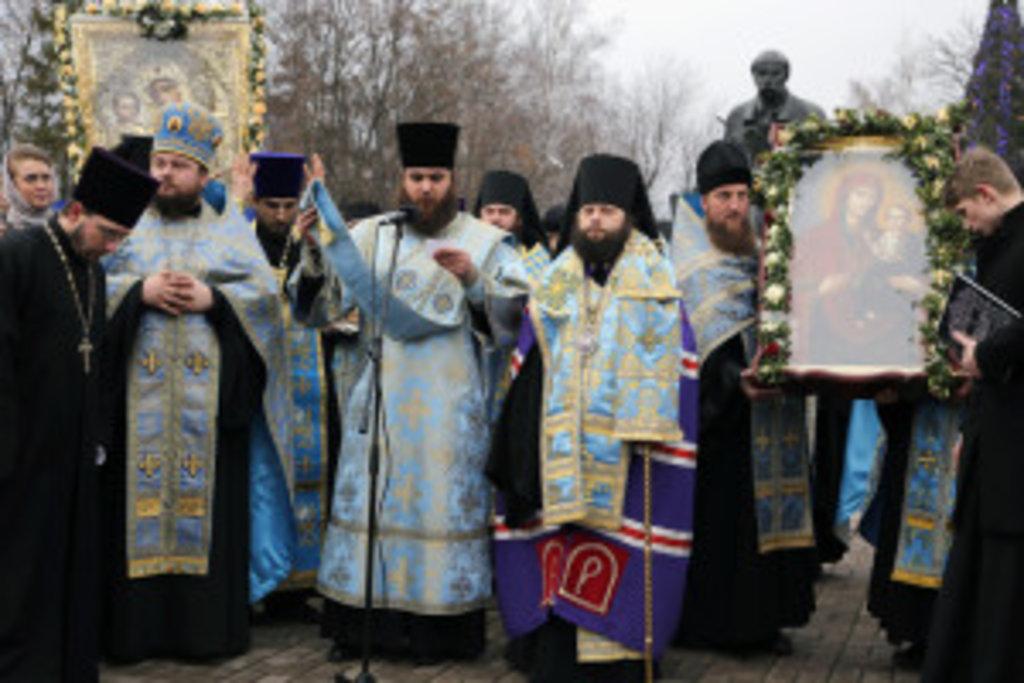Хресний хід очолив єпископ Конотопський і Глухівський Роман