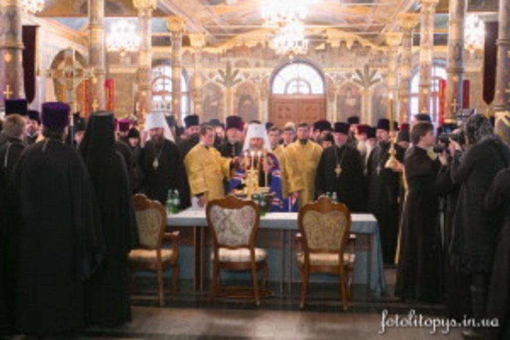 Перед засіданням Його Блаженство підніс заупокійну молитву за спочилими в 2015 році кліриками Київської єпархії
