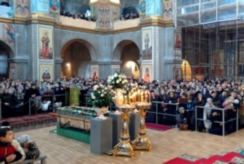 Спасо-Преображенський собор був заповнений віруючими під час нічної та пізньої Літургії