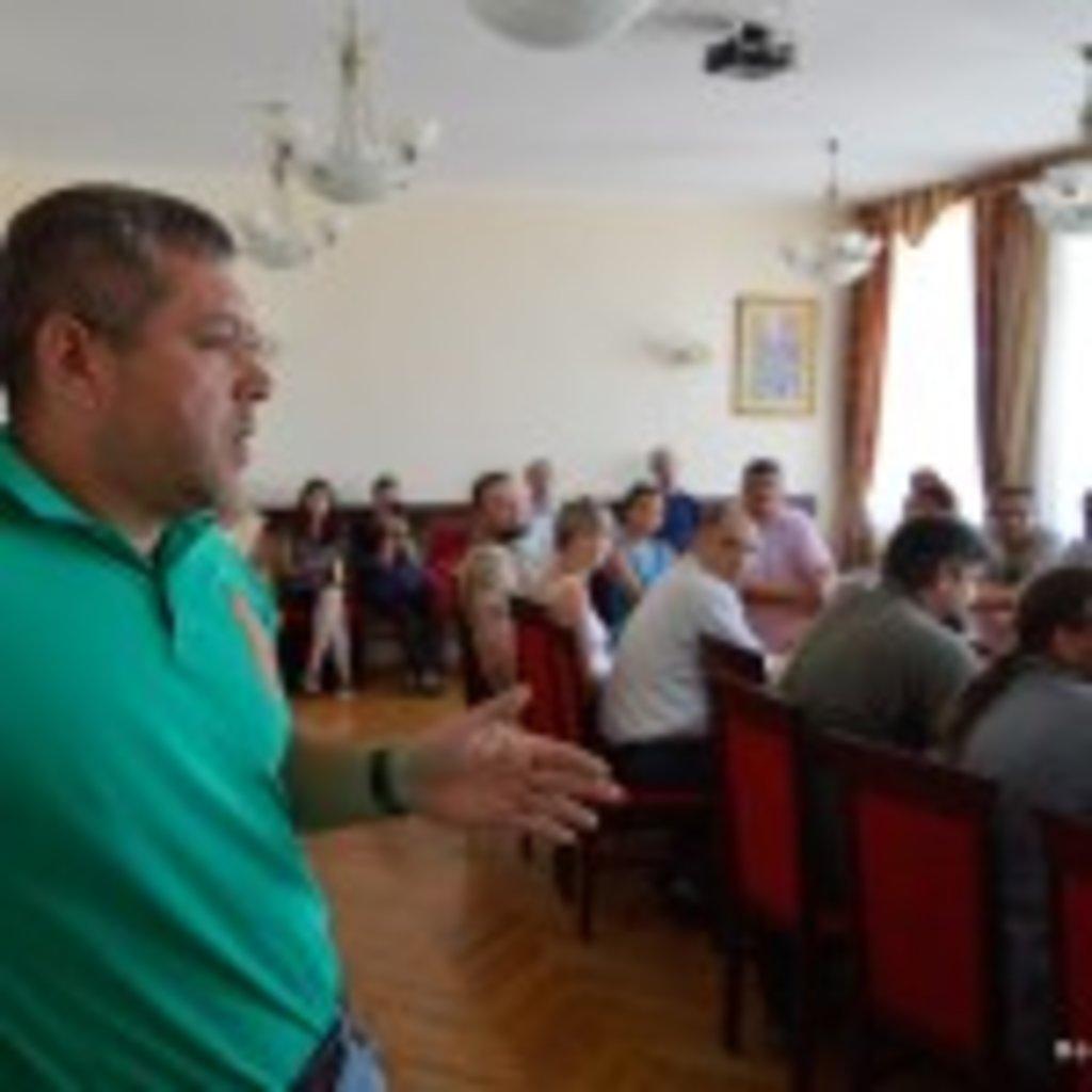 13 липня 2016 року, під час наради в Бориспільській міській раді, вороже налаштовані до УПЦ активісти, серед яких був депутат Я. Годунок, вдавалися до відвертих наклепів і наполягали не пустити в Бориспіль Всеукраїнський Хресний хід