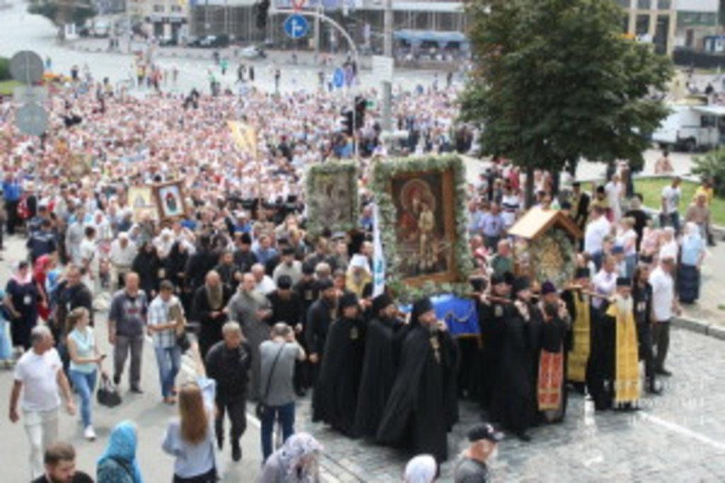 Східний і Західний хресні ходи зустрілися на Європейській площі в столиці