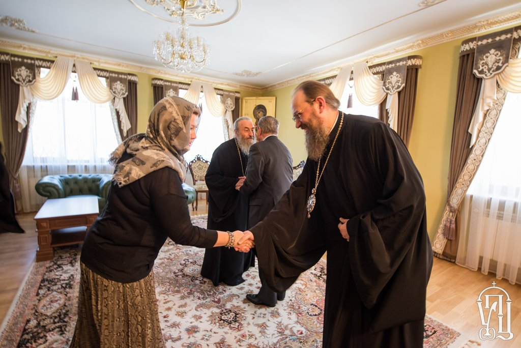 Президент поблагодарил митрополита Онуфрия за миротворческую деятельность