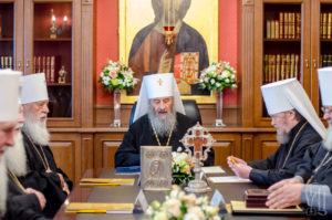 Синод обратился к верующим УПЦ по поводу информации о возможности «предоставления Томоса об автокефалии Православной Церкви в Украине»