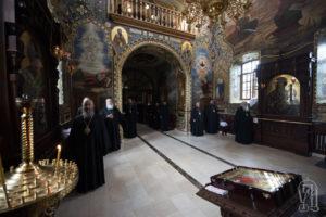 Архиереи Украинской Православной Церкви молились в Лавре перед началом работы Священного Синода (+фото)