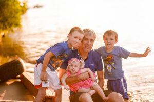 Батьківство — це красиво. Три фотоісторії про те, як це — бути батьком сьогодні
