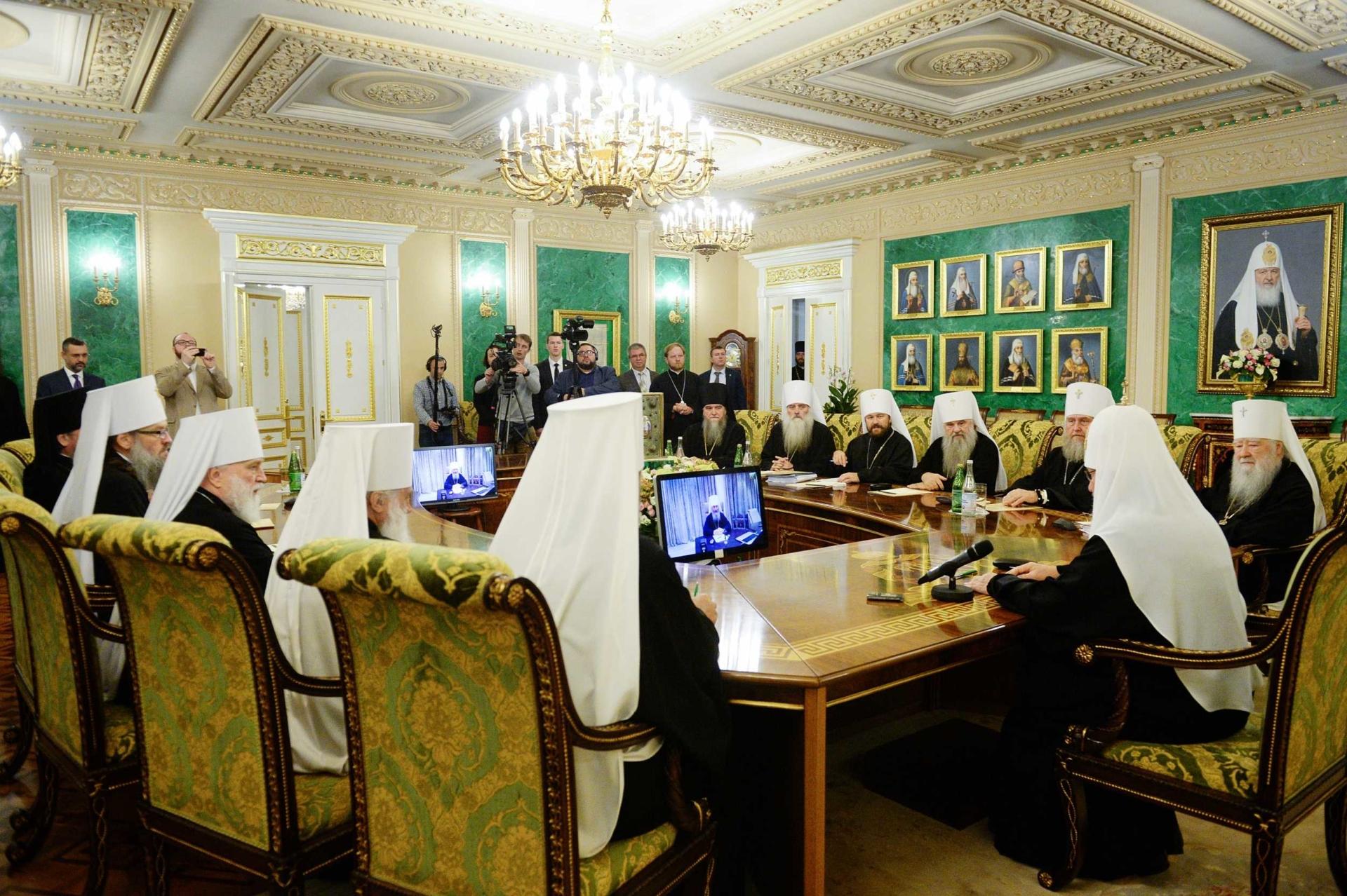 Священный Синод Русской Православной Церкви во время своего внеочередного заседания