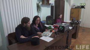 Суд арестовал изъятое во время обыска имущество клирика Житомирской епархии (+видео)