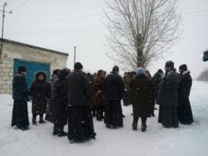 В Северодонецкой епархии церковную общину переводят в «ПЦУ» с оружием