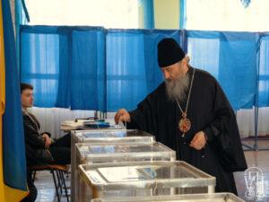 Блаженнейший Митрополит Онуфрий проголосовал во втором туре выборов Президента Украины