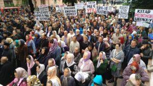 Тысячи буковинцев вышли на Крестный ход против беззаконий власти. Результаты переговоров с и.о. председателя Черновицкой ОГА (обновлено)