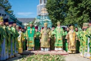 Тысячи православных украинцев вместе со своим Предстоятелем молитвенно отметили день его Ангела (+фото, видео)