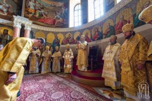 В День памяти всех святых Предстоятель возглавил Литургию в Киево-Печерской Лавре