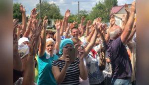 У Морозівці парафіяни, які повернулися з розколу, одноголосно підтвердили свою вірність Українській Православній Церкві (+відео)
