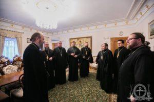 Керуючий справами УПЦ зустрівся зі священиками захоплених храмів Хмельницької єпархії