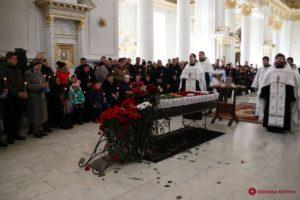 Клирики Одесской епархии совершили отпевание погибшего в пожаре спасателя Сергея Шатохина (+видео)