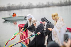 Блаженнейший Митрополит Онуфрий совершил освящение вод Днепра (+видео)