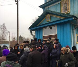 На Ровенщине в селе Будераж продолжается силовой захват храма УПЦ сторонниками «ПЦУ»