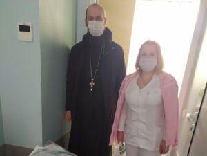 Медики столичной больницы написали письмо-благодарность священнику и прихожанам УПЦ
