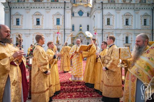 У Неділю 3-ю після П'ятидесятниці Блаженніший Митрополит Онуфрій очолив Божественну літургію на головній площі Києво-Печерської Лаври (+відео)