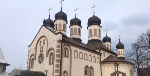 На Буковине вандалы ограбили и осквернили храм