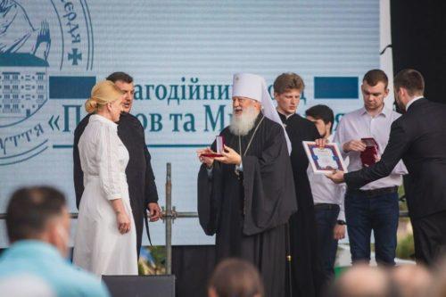 """В Одеській єпархії привітали медиків: дві """"швидких допомоги"""" в подарунок, нагороди УПЦ та концерт (+відео)"""
