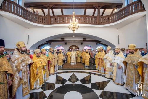 Блаженніший Митрополит Онуфрій очолив престольне свято у храмі на честь Собору святих апостолів на Осокорках (+відео)