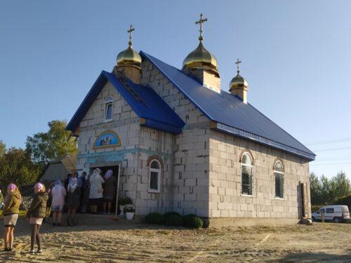 """На Волині віруючі УПЦ за 9 місяців збудували новий храм замість захопленого """"ПЦУ"""""""