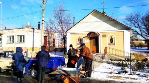 В УПЦ продовжують надавати допомогу хворим на COVID-19, постраждалим від пожеж та сиротам і знедоленим