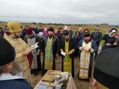 Бережуть віру Христову. На Поліссі будують новий храм замість захопленого, на Волині гонима парафія молиться у хатині