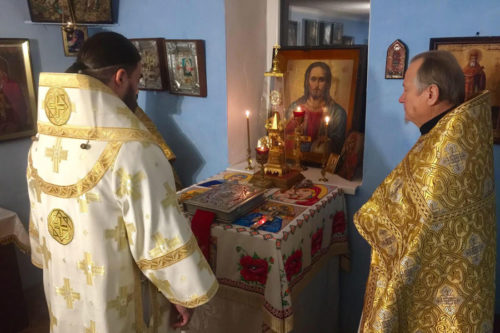 Митрополит Митрофан поддержал Васильевскую общину в Горловке, храм которой сгорел