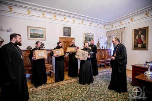 Митрополит Антоній передав у дар для постраждалих парафій Волині необхідне церковне начиння