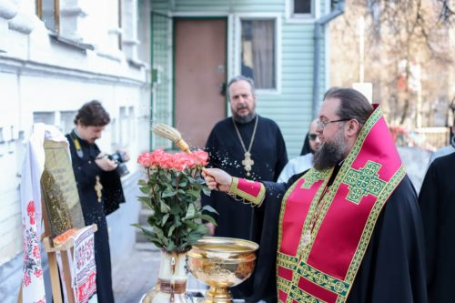 По случаю 150-летия со дня рождения Леси Украинки ректор КДА совершил литию и освятил мемориальную доску в Вознесенском храме на Демиевке