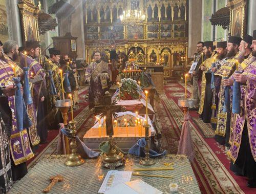 Священнослужителі Чернівецької єпархії УПЦ відспівали загиблого українського воїна Ярослава Карлійчука