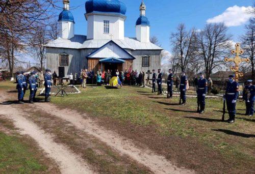 Священнослужителі Сумської єпархії відспівали загиблого військового ЗСУ Максима Стеблянка