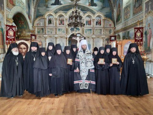 Митрополит Никодим звершив іночеські постриги в Старобільському Скорбященському жіночому монастирі