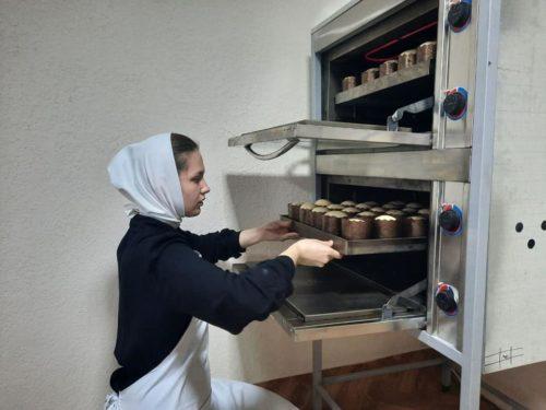 В єпархіях УПЦ проводять Великодні благодійні акції на підтримку медиків та пацієнтів лікарень