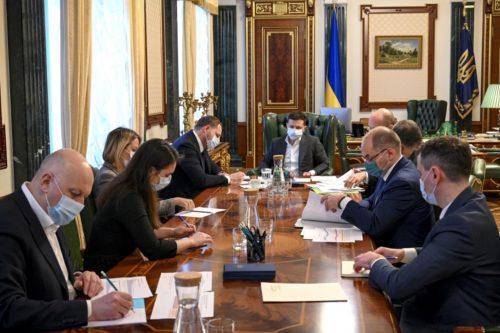 Підготовку до Великодніх свят в умовах пандемії обговорили на нараді у Президента України