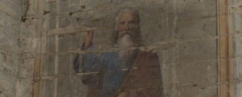 На Черниговщине на стенах старого сельского клуба обнаружили лики святых (видео)