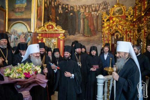 У день Пасхи Христової Предстоятель приймав вітання у Києво-Печерській Лаврі