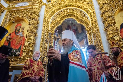 Блаженніший Митрополит Онуфрій очолив пасхальну вечірню у Києво-Печерській Лаврі