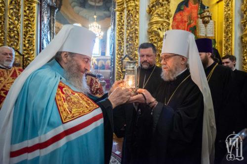 Группа военных священников УПЦ отправилась с Благодатным огнем в зону ООС