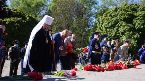 У День Перемоги в усіх єпархіях УПЦ піднесли молитви за загиблих (фото, відео, оновлено)