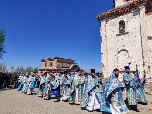 Возрождающейся после разрушений Иверский монастырь в Донецке отметил престольный праздник