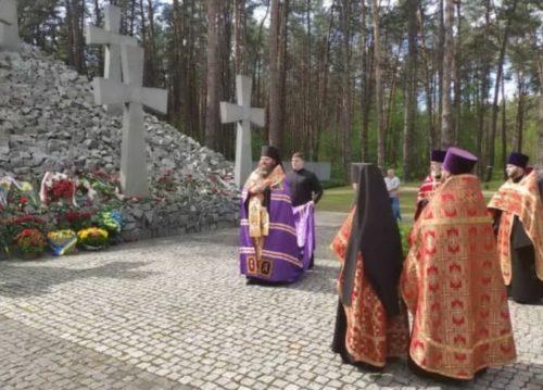 Ієрарх УПЦ звершив літію у день пам'яті жертв політичних репресій 1937-1938 років у заповіднику «Биківнянські могили»