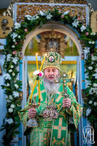 Вітання Предстоятеля ігумені та першим випускницям регентського відділення Зимненського монастиря