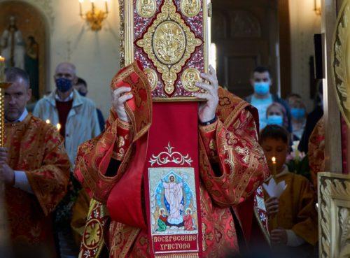 Уряд зняв усі обмеження щодо проведення релігійних заходів, окрім використання масок
